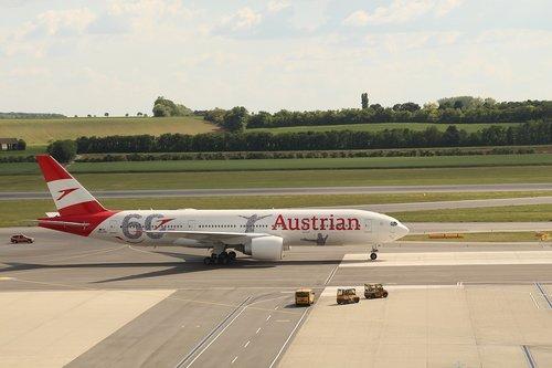 aircraft  scoff  austria airlines