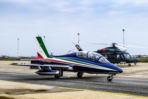 aircraft  tricolor arrows  flight