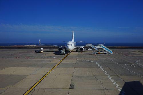 aircraft airport passenger aircraft