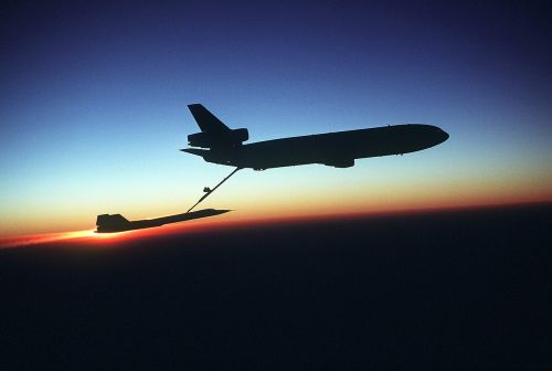 aircraft blackbird refueling sr-71