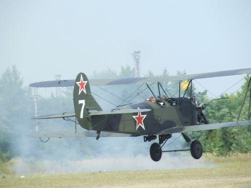 aircraft airport po-2