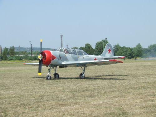aircraft airport yak-52