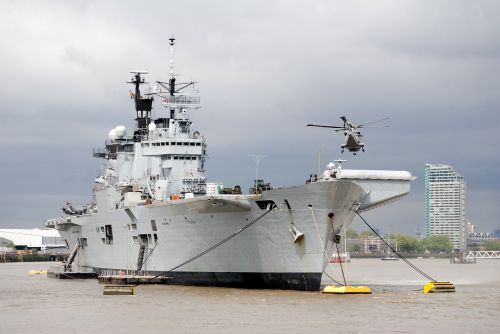 aircraft carrier helicopter river thames