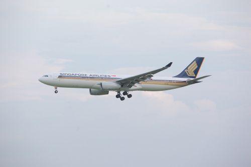 airplane aeroplane aircraft