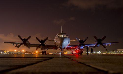 airplane preflight night