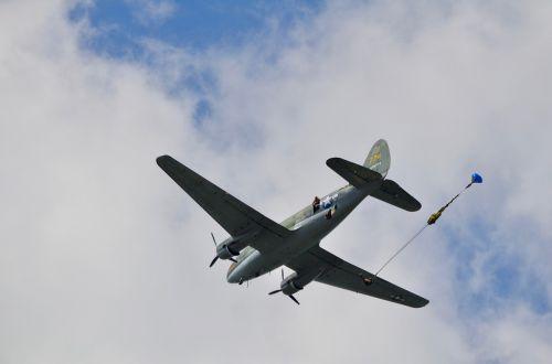 airplane parachute airshow