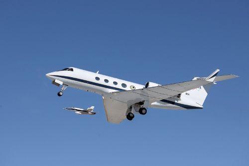 airplane gulfstream jet