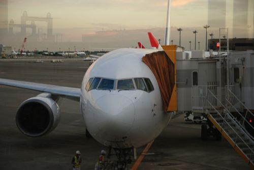 airplane aircraft airport