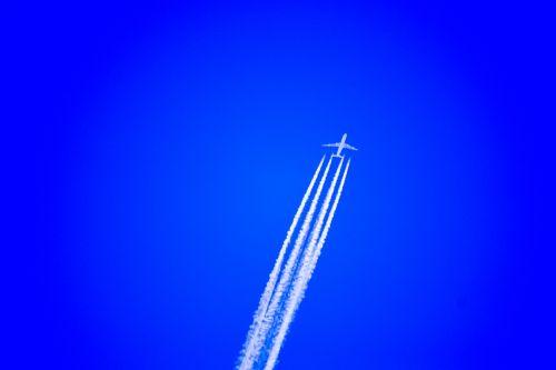 airplane airplane cruising high altitude