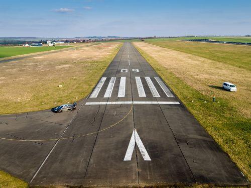 runway airport landing
