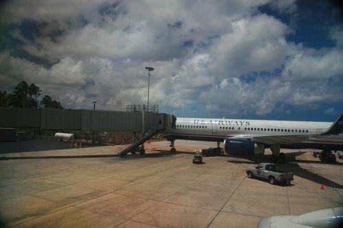 airport gate aircraft