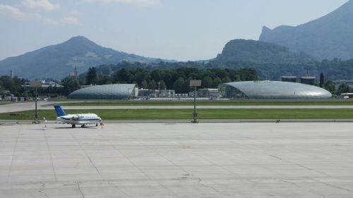 airport salzburg runway