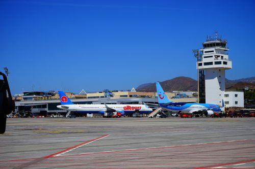 airport tenerife runway