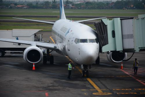 airport airplane airliner