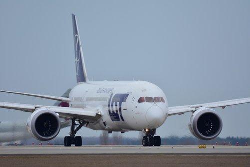 airport  boeing 787  flight