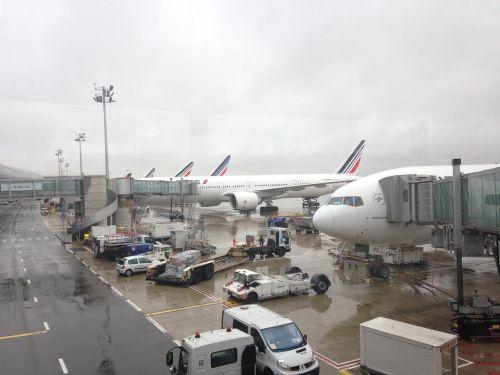 airport airbus boeing