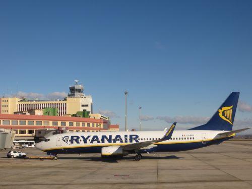 airport plane ryanair