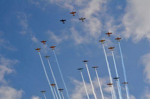 airshow formation smoke