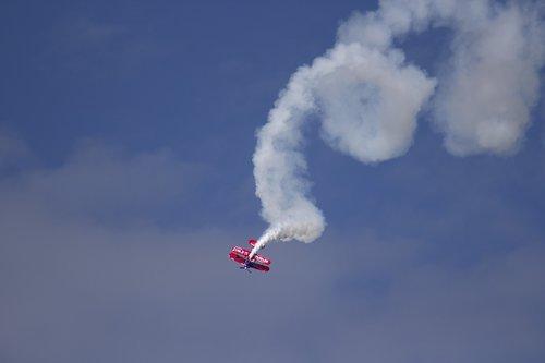 airshow  stunt  airplane