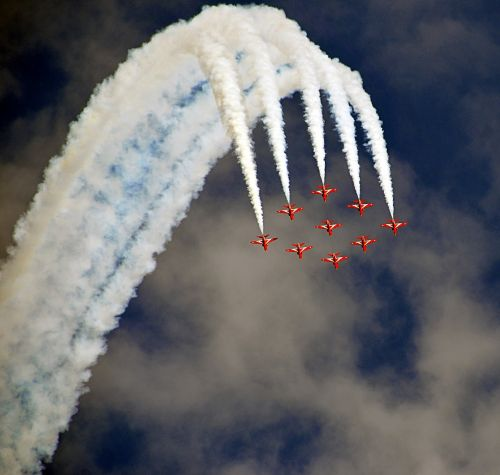 airshow fighter jets formation
