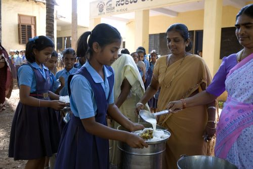 akshaya patra mid-day meal children