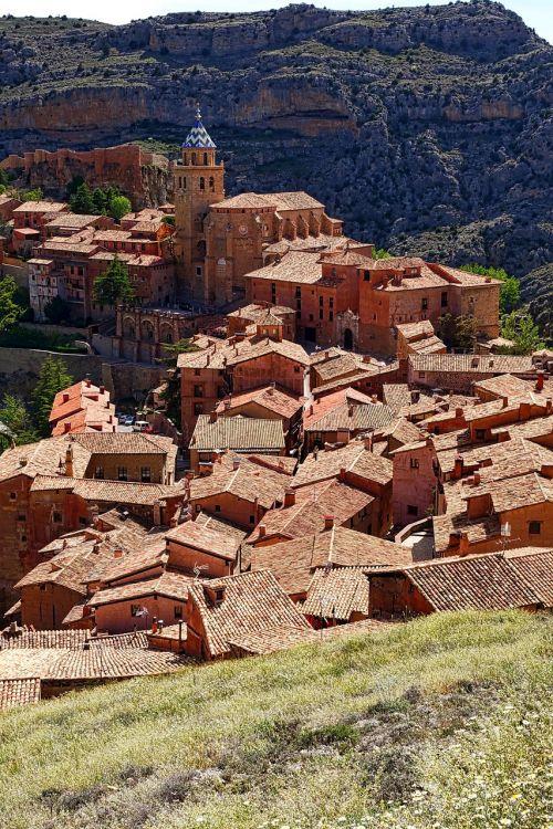 albarracin village valley