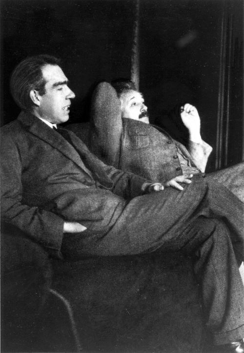 albert einstein and niels bohr 1925 casual