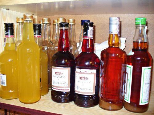 alkoholis,degtinė,tinktūra,likeris,butelis,gerti,karajas,butelis,stiklas,įvykis,troškimas,sveikata,virtuvė,maistas,natūralus maistas