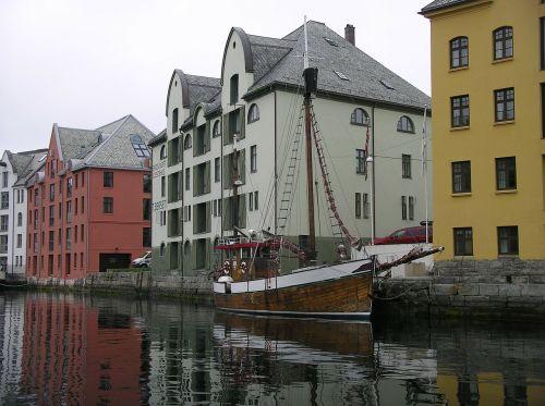 alensund channels wooden boat