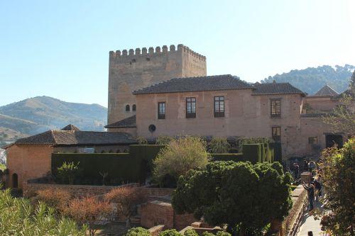 alhambra,verta aplankyti,istoriškai,architektūra,pastatas,granada
