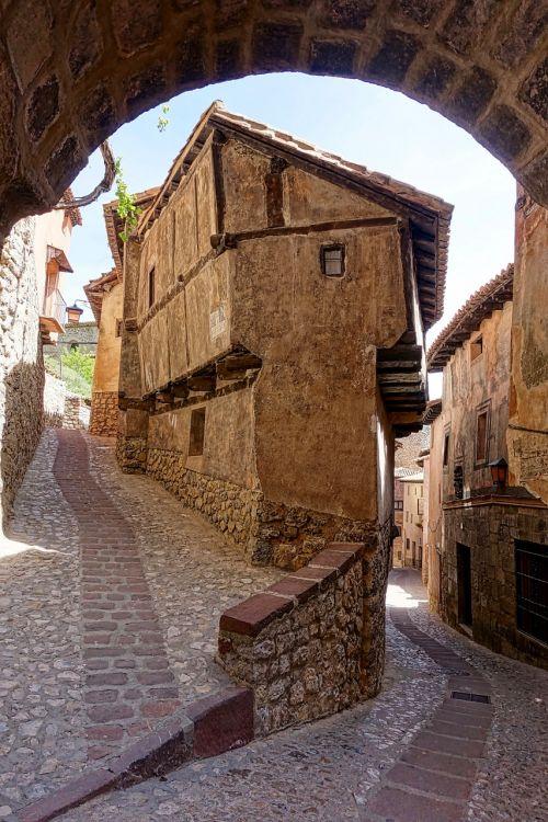 alley narrow laneway