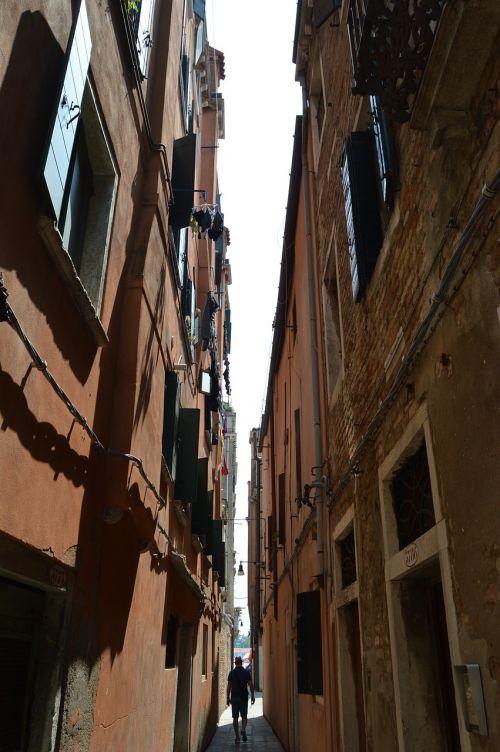 alley venice narrow street
