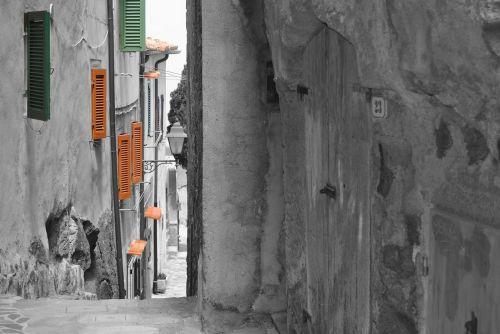 alley glimpse architecture