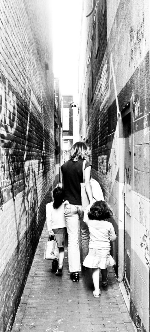 alley narrow mother