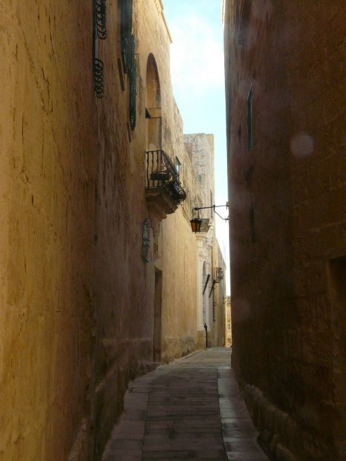 alley old town mdina