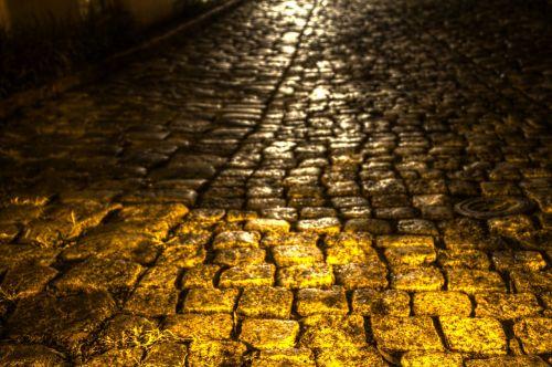 alleyway city living dark