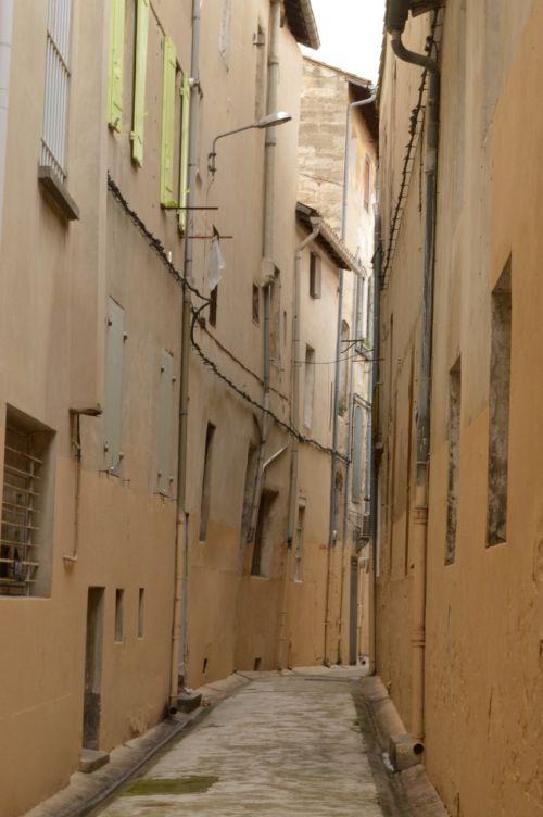 alleyway avignon france