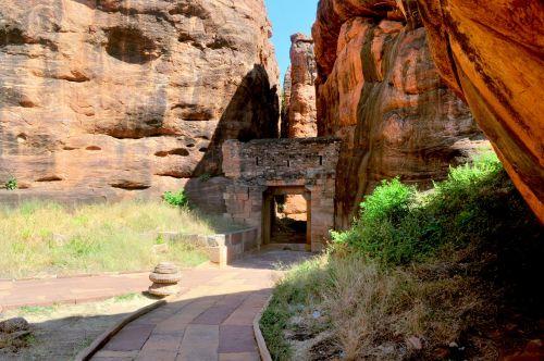 Almond Rocks Gateway