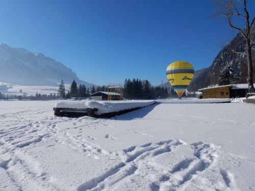 alpine winter balloon