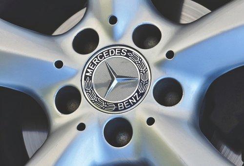 aluminium rim  mercedes star  mercedes