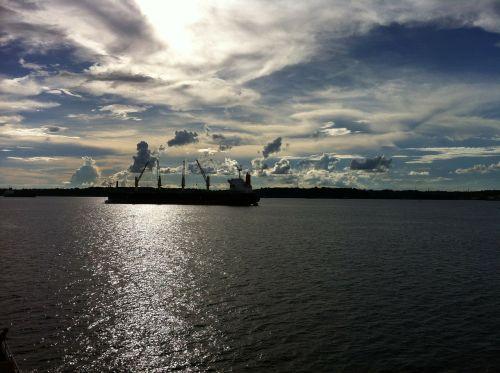 amazonas sky water