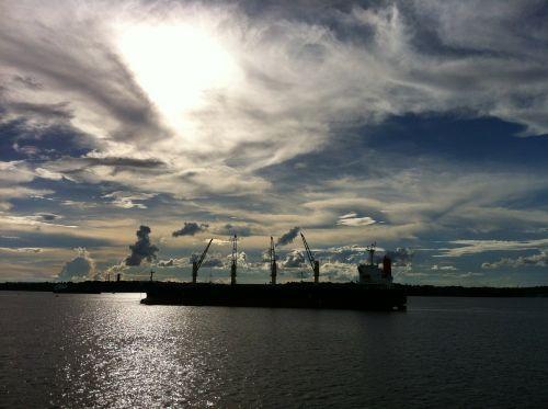 amazonas water blue sky