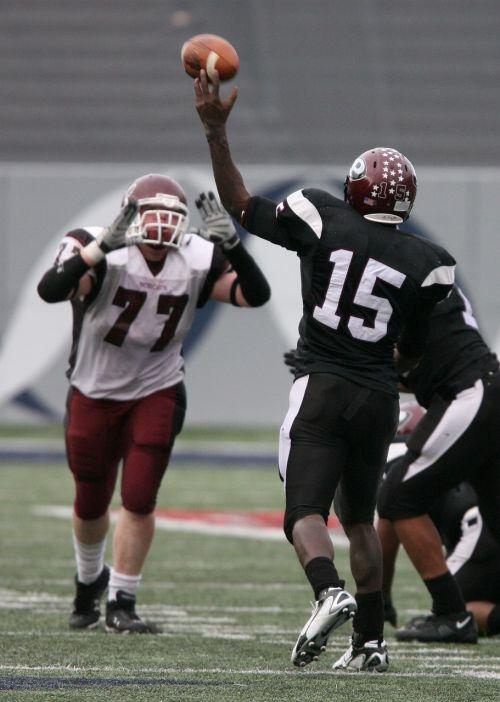american football quarterback pass