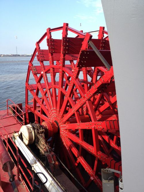 american queen paddle wheel mississippi river