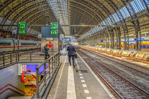amsterdam  central  train