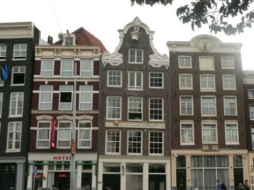 amsterdam row of houses crooked house