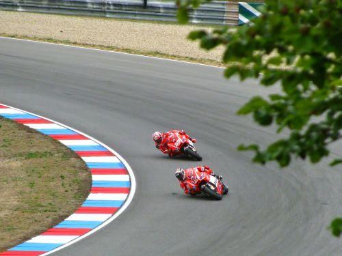 andrea dovizioso,Nicky Hayden,ducati,lenktynės,lenktynės,lenktyninis dviratis,greitis,sportas,Grand Prix,motogp,lenktynių trasa,motociklas,grandinė,Brno,trasa,varzybos