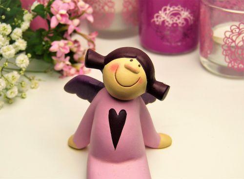 angelas,angelas sargas,rožinis,širdis,žvakės,gėlės,keramikos figūrėlės,meilė,mylėti angelą,norai,pagal širdį,Motinos diena,tėvo diena,Valentino diena,gimtadienis,vestuvių dieną,meilė,kartu,jausmai,emocija,romantika