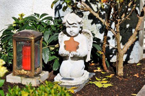 angelas,skulptūra,statula,angelo figūra,figūra,miega,akmens skulptūra,kapinės,menas,gedulas,akmens figūra,apdaila,kapas,roko drožyba