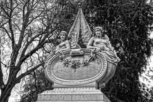 angel monument sculpture